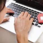 Caut iubire pe internet - de ce trebuie sa tin cont