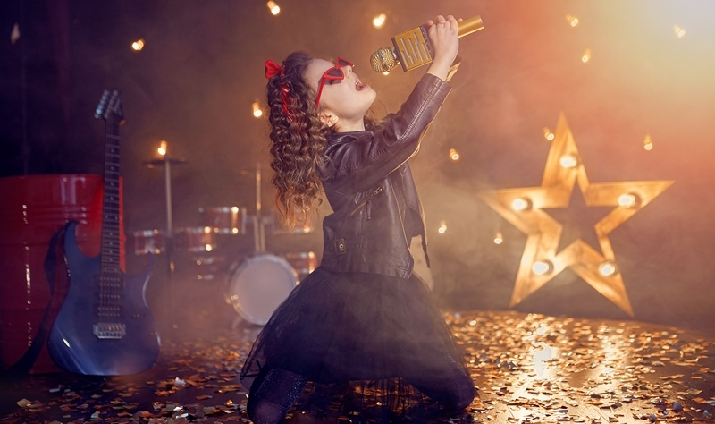 Iubesti - Idei de muzica care nu trebuie sa lipseasca de la nicio petrecere de botez [KARAOKE]