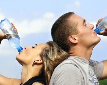 Cum te poate ajuta apa sa slabesti